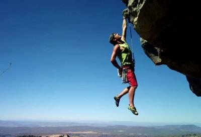 户外攀岩的三点固定法