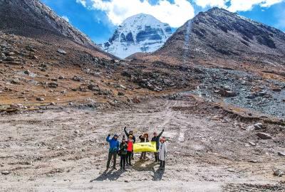 狐狸旅行西藏阿里冈仁波齐转山朝圣神山圣湖无人机视频